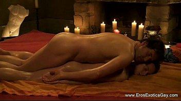 หนังแขก Erotic เกย์ฝรั่งเย็ดตูดแขกอินเดีย นวดน้ำมันกันเสร็จขอนวดควยต่อ นอนนาบเย็ดxxxฟินควยแข็งเป็นลำ