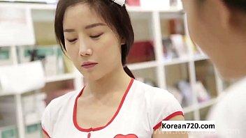 หนังอาร์ Korean แอบมาเย็ดหมอในห้องตรวจ เอากันเสร็จมาล่อหีพยาบาลต่ออีก เงี่ยนจริงหนุ่มเกาหลี โดนหีไปควยแข็งเลย