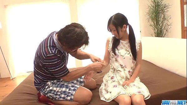 ครอบครัวXXXคุณลุงขาหื่นหลอกเย็ดหลานสาวจับหลานล็อคกุญแจมือAv japanเอาควยปลอมยัดหีขาวเนียนหีกะทิ69แล้วกระแทกเย็ด