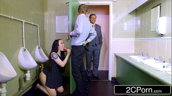 เล่นชู้เย็ดเมียน้อยผู้จัดการ สาวสวยร่านหีเย็ดกับลูกน้องผัวขาวสวยตัวเล็กโดนควยใหญ่กระแทกXXXจับเย็ดในห้องน้ำ