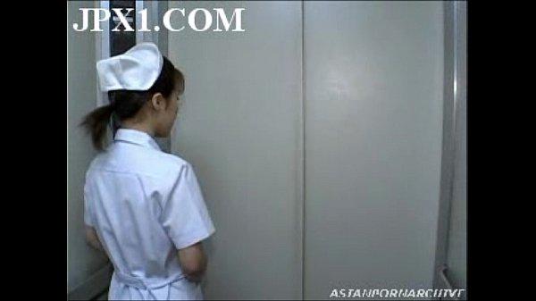 หนังโป๊ญี่ปุ่นออนไลน์XXXคนไข้หื่นลากพยาบาลมาข่มขืนในลิฟ สวิงกิ่ง2รุม1ขาวเนียนนมใหญ่โดนจับเย็ดคาชุด