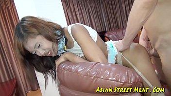 หนังสดมาแรง Asian ร่องตูดสาวไทยมีไว้เย็ด กะหรี่ดีเด่สยอมให้ลูกค้าเล่นตูด เสียบควยปลอม ก่อนจะยัดเข้าเต็มรูด้วยควยจริง