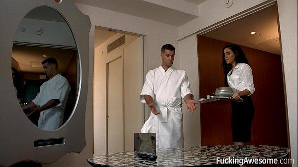 เย็ดสดสาวสวยผิวน้ำผิ้งPorn XXXพนักงานโรงแรมโดนลูกค้าจับซอยหีตอนเอาอาหารมาส่ง