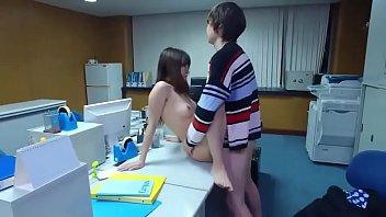 หนังเอ็กส์เกาหลี18+ ดูฟรีออนไลน์ คุณแม่แอบเอากับลูกชาย ให้มาหาที่ออฟฟิศแล้วล่อกันกลางโต๊ะ กลับมาเด้ากันต่อที่บ้านอีกน้ำ