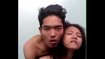 หนังโป๊ทางบ้าน Ro89 คู่รักพม่าตั้งกล้องถ่ายหนังสด เย็ดหีออนไลน์ โชว์โม้กแล้วเย็ด กระเด้าหีจิ้กๆให้น้ำแตกใน