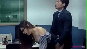 หนังเกาหลีเต็มเรื่อง XXX ขอเย็ดลูกน้องหลังเลิกงาน เปิดไฟแล้วยืนกระเด้าหีกลางออฟฟิศ