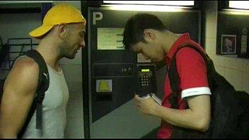 ชวนเกย์มาเย็ด TXXX เด้าตูดหนุ่มห้องข้างๆ แอบมาเอากันในห้องน้ำ ดูดควยแล้วเลียร่องตูด ยืนขย่มควยเสียงครางดังลั่น