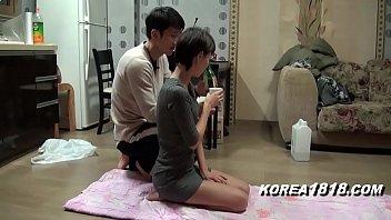 หนังเรทเกาหลี 18+ จ้างเพื่อนบ้านมาสอนโยคะ พอเผลอก็จับเย็ดสิคะ กำลังแหกขา จับสวนด้วยควยเลยจ้า