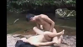 18+คลิปxxxสาวจีน แอบเล่นชู้กับผัวเก่าข้างน้ำตก รีเทิร์นควยเก่าแก้เงี่ยน ผัวใหม่เย็ดไม่ถึงใจเลยแปบเดียวน้ำก็แตก