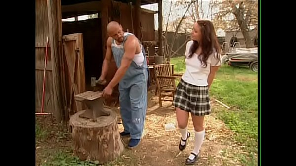 เด็กสาวใจแตกพ่อไม่ให้ออกจากบ้านเลยไปแอบเย็ดกับช่างตีเหล็กแถวบ้านXXฝรั่ง